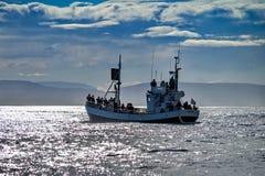 Wielorybia dopatrywanie łódź w Husavik fotografia stock