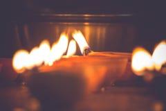 Wieloskładnikowe nafciane lampy zaświecali na diwali festiwalu - rocznika spojrzenie zdjęcie stock