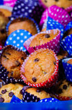 Wieloskładnikowi kolorowi miło dekorujący domowej roboty muffins torty Obrazy Stock