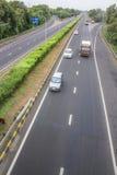 Wieloskładnikowi pojazdy na autostradzie międzystanowej Obraz Royalty Free
