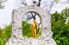WIEN, ÖSTERREICH - 23. APRIL 2016: Statue von Johann Strauss Lizenzfreie Stockfotografie