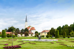 WIEN, ÖSTERREICH - 15. MAI 2016: Katholische Gemeindekirche Maria, die nahe schonbrunn Palast hietzing ist Stockfotografie