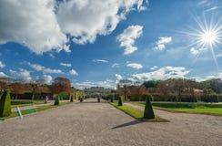 WIEN, ÖSTERREICH - 9. OKTOBER 2016: Belvedere-Palast und Garten mit Brunnen Besichtigungs-Gegenstand in Wien, Österreich stockfoto