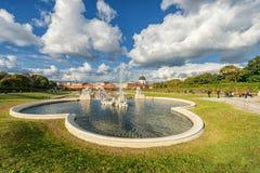 WIEN, ÖSTERREICH - 9. OKTOBER 2016: Belvedere-Palast und Garten mit Brunnen Besichtigungs-Gegenstand in Wien, Österreich stockfotos