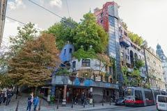WIEN, ÖSTERREICH - 9. OKTOBER 2016: Hundertwasserhaus Dieser Expressionistmarkstein von Wien ist im Landstrase-Bezirk Lizenzfreie Stockfotografie