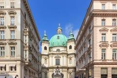 WIEN ÖSTERRIKE - APRIL 11, 2016: Det Peterskirche helgonet Peter Church är en barocka Roman Catholic Parish Church i Petersplatz Royaltyfria Foton