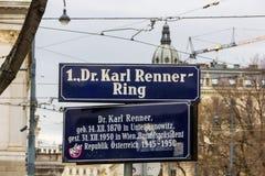 Wien/Österrike - April 5th 2018: 1 Dr Karl Renner Ring streetnametecken royaltyfri fotografi