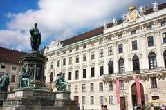 Wien Österrike - Augusti 17, 2012: Staty av Francis II, helgedomRo Royaltyfri Foto