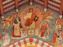 WIEN ÖSTERRIKE - DECEMBER 19, 2016: Freskomålningen av Jesus Pantokratoren i kyrkliga Brigitta Kirche av Ludwig Mayer 1834 - 1917 Arkivfoton