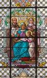 WIEN ÖSTERRIKE - DECEMBER 19, 2016: Julkrubban på målat glass av kyrkaSt Laurenz Royaltyfria Foton