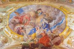 WIEN ÖSTERRIKE - DECEMBER 19, 2016: Takfreskomålningen av antagandet av jungfruliga Mary i kyrkliga Mariahilfer Kirche Royaltyfria Foton