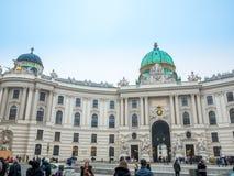 WIEN ÖSTERRIKE - FEBRUARI 17, 2018: Hofburg imperialistisk slott i Wien, Österrike Arkivfoto
