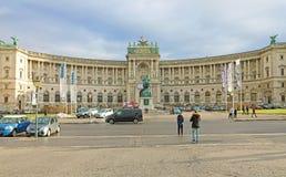 WIEN ÖSTERRIKE - JANUARI 9, 2019: Hofburgen är den imperialistiska slotten i den Heldenplatz fyrkanten i mitten av Wien, Österrik royaltyfria bilder