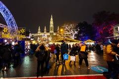Wien Österrike - 1 12 2018: Wien jul marknadsför, Österrike Traditionell julhändelse i Österrike huvudstad Sale på det huvudsakli arkivbilder