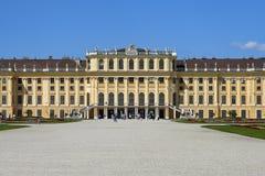 Wien Österrike - 14 Juni, 2017: Schonbrunn slott och trädgårdar Den tidigare imperialistiska sommaruppehållet Slotten är en av mo royaltyfri fotografi