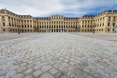 WIEN ÖSTERRIKE - JUNI 17: Schonbrunn slott på Juni 17, 2016 in Arkivbilder