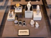 Wien Österrike, 22 mars 2016: Chanel Watch In Shop Window skärm Fotografering för Bildbyråer