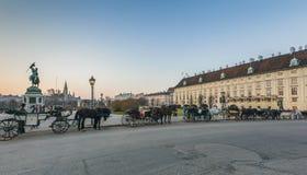 Wien Österrike 17 mars, 2012: Heldenplatz Hjältar kvadrerar, Budapest Nöjevagnshästar Royaltyfria Foton