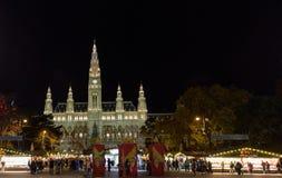 WIEN ÖSTERRIKE - NOVEMBER 13, 2015: Traditionell julmarknad Arkivbild