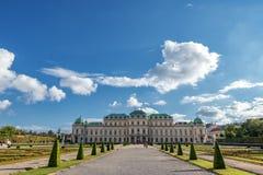WIEN ÖSTERRIKE - OKTOBER 09, 2016: Belvedereslott och trädgård Sightobjekt i Wien, Österrike Arkivbilder