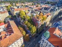 WIEN ÖSTERRIKE - OKTOBER 09, 2016: Hundertwasserhaus Denna expressionistiska gränsmärke av Wien lokaliseras i det Landstrase områ Arkivfoto