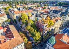 WIEN ÖSTERRIKE - OKTOBER 09, 2016: Hundertwasserhaus Denna expressionistiska gränsmärke av Wien lokaliseras i det Landstrase områ Royaltyfria Foton