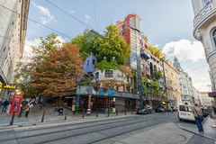 WIEN ÖSTERRIKE - OKTOBER 09, 2016: Hundertwasserhaus Denna expressionistiska gränsmärke av Wien lokaliseras i det Landstrase områ Royaltyfri Fotografi