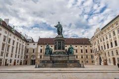WIEN ÖSTERRIKE - OKTOBER 10, 2016: Staty av Francis II, heliga Roman Emperor, därefter kejsare av Österrike, apostolisk konung av Arkivbild