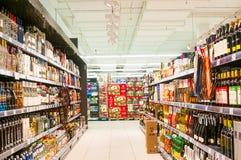 WIEN ÖSTERRIKE - OKTOBER 20, 2015: Supermarket Merkur i Vienn Arkivfoto