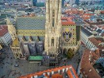 WIEN ÖSTERRIKE - OKTOBER 10, 2016: Tak av domkyrkan för St Stephen ` s, Wien, Österrike Royaltyfria Foton