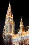 Wien Österrike stad Hall Rathaus Building på natten Royaltyfria Foton