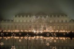 Wien belwederu muzeum nocą zdjęcia stock