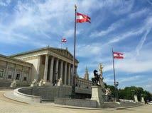 Wien - eine der des Europas besichtigten Städte - Parlament, Statue pallas Athene, goddes lizenzfreies stockfoto