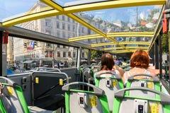 Wien flygtur på flygtur av stad turnerar bussen Royaltyfri Foto