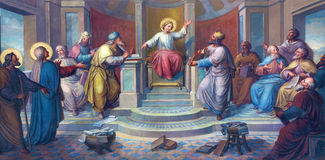Wien - Fresko der Szene - kleiner Jesus unter Schreibern im Tempel durch Josef Kastner von 1906-1911 in Carmelites-Kirche Stockfotografie