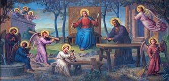 Wien - freskomålning av den heliga familjen i arbetsrum av Josef Kastner från 1906 - 1911 i den Carmelites kyrkan royaltyfria foton