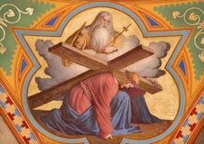 Wien - freskomålning av Jesus under corss och guden fadern från. cent 19. i den Altlerchenfelder kyrkan Fotografering för Bildbyråer