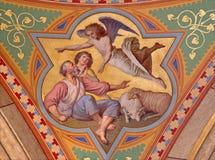 Wien - freskomålning av uppenbarelsen av änglar till herdeplatsen i sidoskepp av den Altlerchenfelder kyrkan Royaltyfri Fotografi