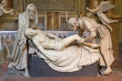 Wien - Gipsstatue der Beerdigung von Jesus mit dem Nicodemus und von Joseph von Arimatea lizenzfreie stockfotos