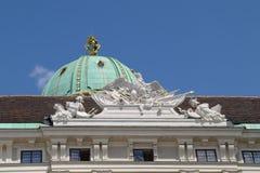 wien Hofburg Palast Heldenplatz-Quadrat Königliches Wappen lizenzfreies stockfoto