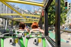 Wien-Hopfen auf Hopfen weg vom Stadtrundfahrt-Bus Lizenzfreie Stockfotos
