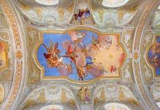 Wien - jungfruliga Mary i himmel. Central freskomålning på taket av kyrkan för barockSt. Annes av Daniel Gran royaltyfria bilder