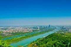Wien landskap med Danube River Royaltyfria Foton