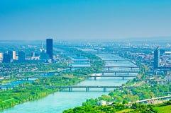 Wien landskap med Danube River Royaltyfri Foto