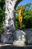 Wien monument till Johann Strauss royaltyfria foton