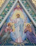 Wien - mosaiken av Jesu Christ med änglarna på den ryska ortodoxa domkyrkan av St Nicholas Royaltyfri Bild