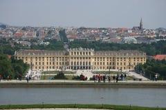 Wien och Schönbrunn från kullen Arkivbilder