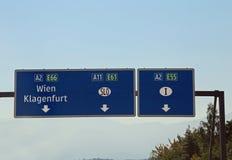 Wien, Oostenrijk - Augustus 28, 2016: Oostenrijkse Verkeersteken met indicat Royalty-vrije Stock Afbeeldingen