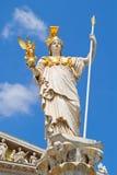 Wien-Parlament und Athene-Brunnen Lizenzfreie Stockfotos