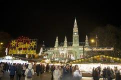 Wien-Rathaus und Weihnachtsmarkt Lizenzfreies Stockbild